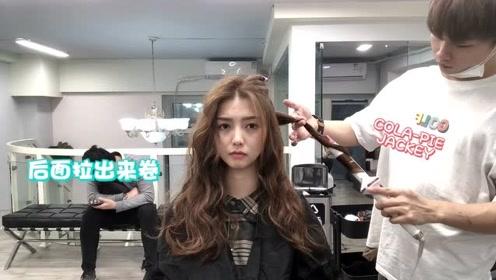 发型师给你示范,为什么女生都喜欢这款长发蛋卷头,夹卷完太好看了