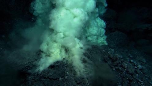 大开眼界!海底火山喷发时明明在海里,为什么海水浇不灭?