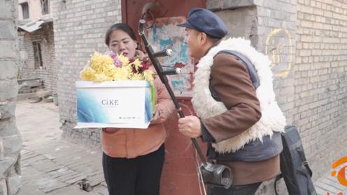 搞笑短剧:小伙带鲜花讨好女友,结果女友被坑得欲哭无泪
