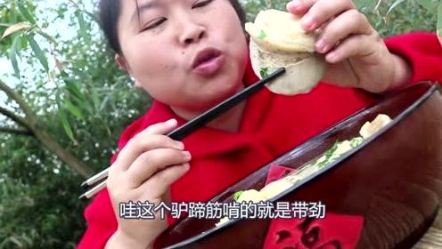这个冬天胖妹饿瘦了?买了3斤驴蹄补身子,肥膘不多冬天不暖了!