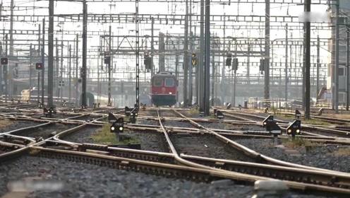 世界最大铁路站就在中国 一百多条交叉轨道一走神就是场灾难