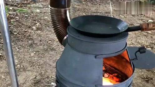 农村小伙自制的铁桶火炉,放点柴火就能生火炒菜,非常适合野炊!