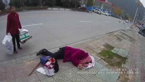 85岁老人晕倒路边,民警一顿暖操作:披衣拥抱为其取暖