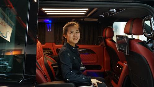 中国红版定制商务车,商用家用两相宜
