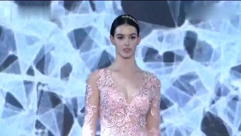 俄罗斯美女气质走秀,淡淡的粉色,拥有非凡的魅力