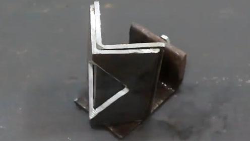 将两根铁棒焊接成直角非常困难 有了这个就会轻松很多
