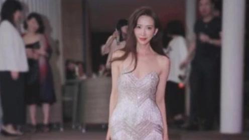"""林志玲的身材有多好?当她穿""""肚兜裙""""出场时,网友:谁顶得住?"""