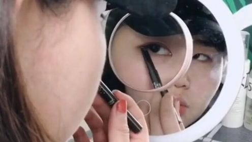 可以亮灯的化妆镜,关键是还有眼部特写的灯!