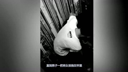 美女乘坐电梯,身后小伙竟直接动手猥亵,她如此应对