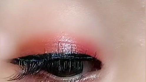 新手化妆这样粘假睫毛,眼睛立马放大好几倍,超级好看