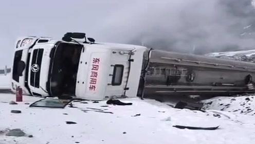 川藏线上遇到的一幕,大货车直接滑入了大路外面,老司机赚钱不易啊!