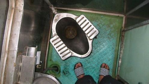 为什么在火车停的时候都得锁上厕所,难道怕外漏,看完后真是涨知识了