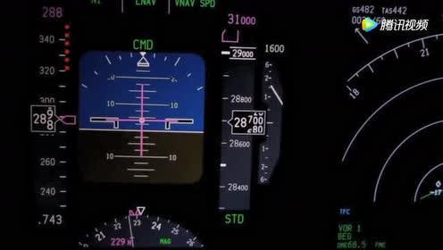 波音737航班正在爬升!驾驶舱视角!