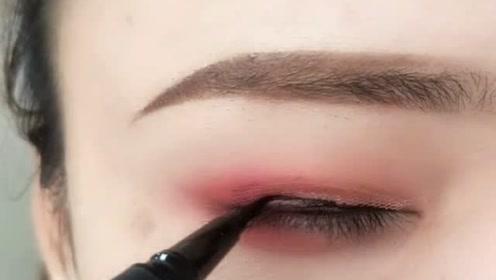 化妆新手必学的三种眼线画法,超级简单,一看就会