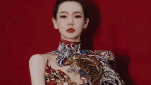 戚薇龙纹旗袍造型曝光 尽显极致东方美