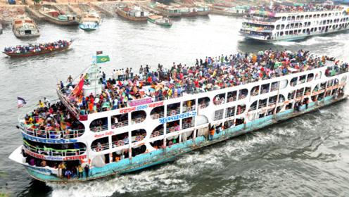"""印度人""""开挂式""""坐船,船上超载800人,眼看轮船就要下沉了!"""