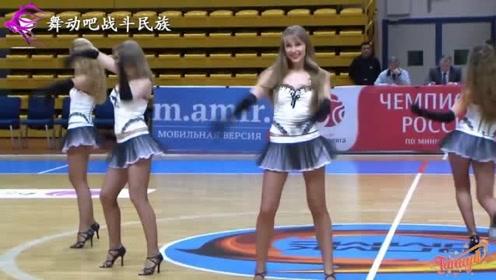 """俄罗斯女孩当""""啦啦队""""就是有优势!她们的大长腿太""""晃眼""""了"""