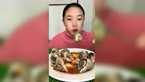 海鲜吃播:一口一个小海螺