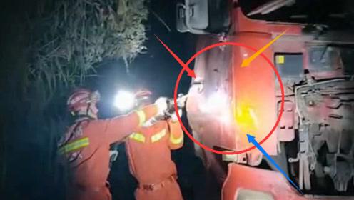 两辆大货车相撞司机双双被困 消防员紧急救援