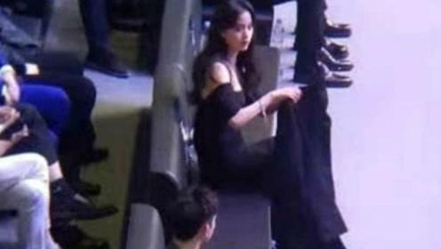 欧阳娜娜陈飞宇对视,这个对视也太甜了吧,被网友喊话在一起