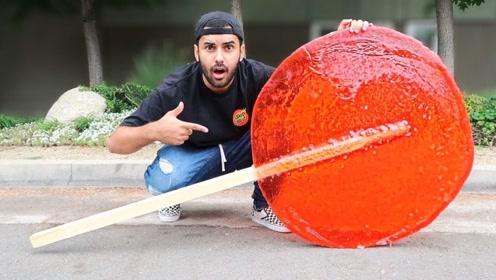 小哥制作巨无霸棒棒糖,大到拿不起!网友:这是要吃一年?