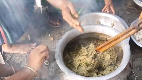 """印度美食""""香蕉皮鱼"""",只要皮不要果肉,成品卖相一言难尽"""