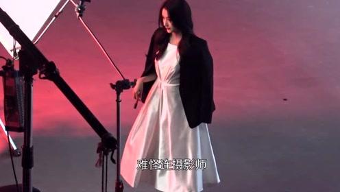 关晓彤超美白色仙女裙造型曝光    片场上演pose教学让你拍照不再难