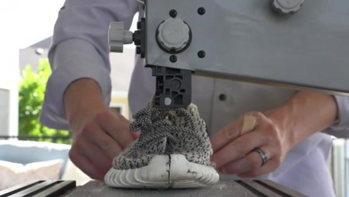 球鞋分享:一刀切开yeezy,看看里面的构造如何?