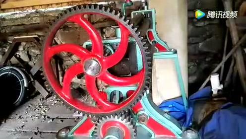 牛人自制一台10吨液压机,功能让人意想不到,真是服了