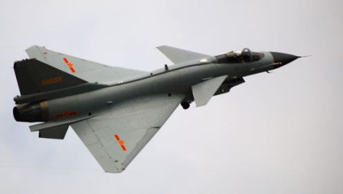 歼10CE外贸版亮相国际航展,性能高度贴近F16水准,中东是否心动