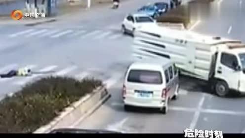 骑行人被撞车祸,想想娇小的身躯被货车撞,隔着屏幕都觉得难受!