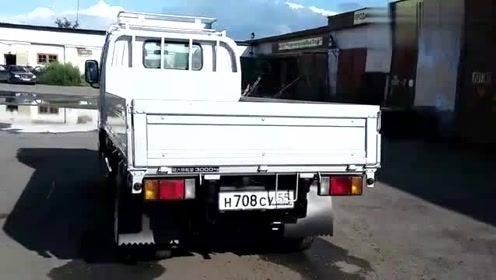启动一下新买的日本制造的五十铃小卡车,你们觉得怎么样?