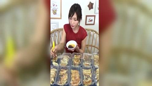 木下吃青紫苏叶、香菜、巧克力香蕉和咖喱等15种口味的饺子!