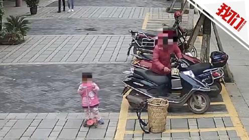 50岁大妈偷东西5岁女儿就在一旁看着 被抓时怀中还抱着孩子