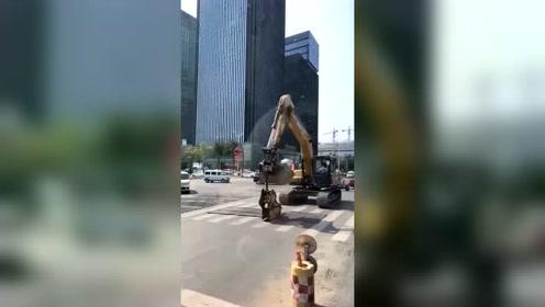 开挖机带你去逛街