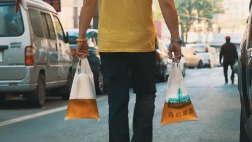 为何青岛本地人喝啤酒,都是用塑料袋装?网友:喝着过瘾