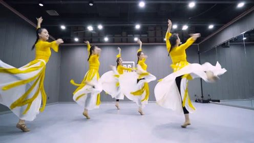 未语泪先流!思念家乡的灵魂舞蹈《外婆桥》,这支舞可以净化内心