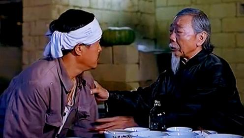 农民工没钱吃饭饿坏了,竟然跑去蹭丧宴,结果发现死者就坐他旁边