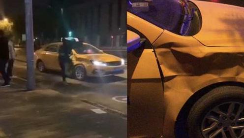 嚣张!醉汉拦车踹凹出租车,民警鸣枪威慑制服