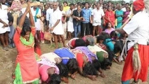 """印度最""""奇怪""""习俗:女性为了有""""好孕"""",直接躺地上排成一排?"""