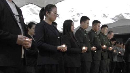 """国家公祭日,8旬大爷4点起到""""九一八""""历史博物馆唱歌悼念"""