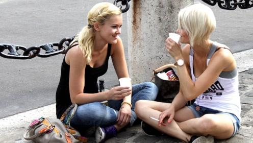 有很多的法国美女不穿胸罩,走在街上难道不别扭吗?原来有这东西