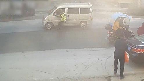 猖狂!湖北一男子疯狂驾车冲卡拖行民警600米 逃窜6公里后被截停