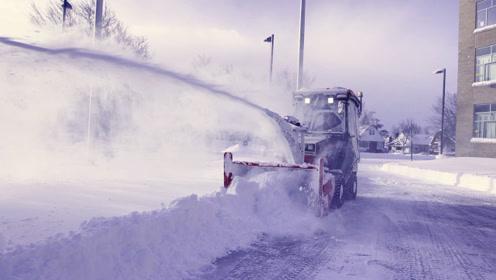 大雪封路,迷你铲雪车大显神威,一边铲一边玩