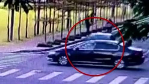 惊险!两车相撞后又撞飞路人 罐车刹车失灵冲出路面