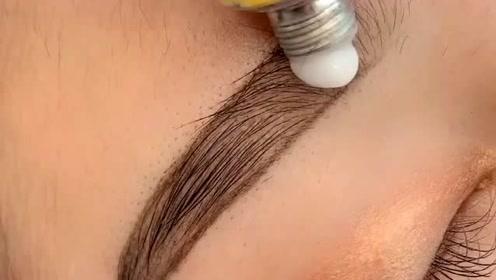 操作眉毛的第一步,如果忘了纹的时候会很疼的!