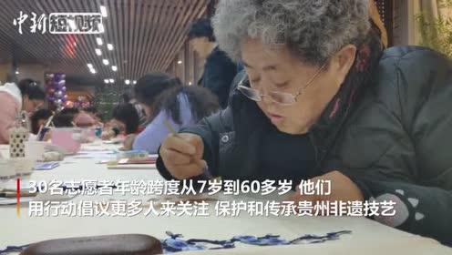 市民绘制30米蜡染长卷引围观花鸟山川绘入其中