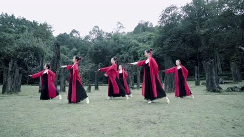 古代传说水龙吟,今天古典舞者眺望远古历史!
