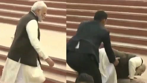 奇葩台阶设计让莫迪摔了一大跤 印度网友随即开启嘲讽模式