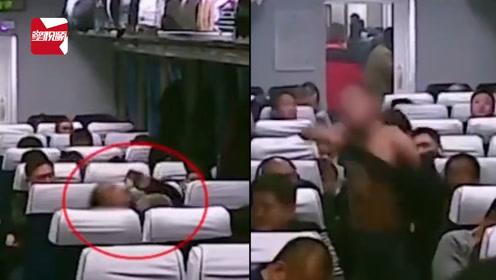 男子喝白酒后大闹列车厢,当场脱衣飞踹乘客:我燥热
